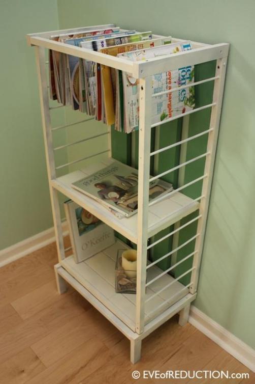foto de cuna reciclada como estantería