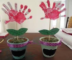 maceta-flores-huellas