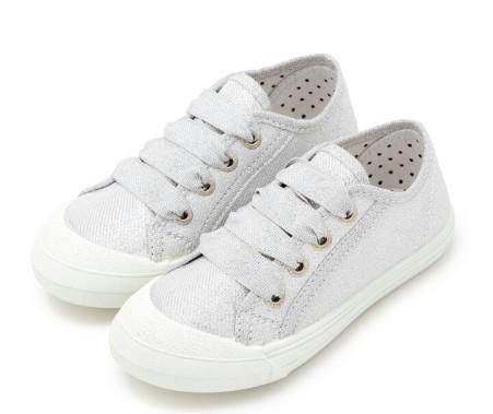 Imagen de zapatillas plateadas de Pisamonas