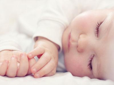 imagen del niño durmiendo del tirón