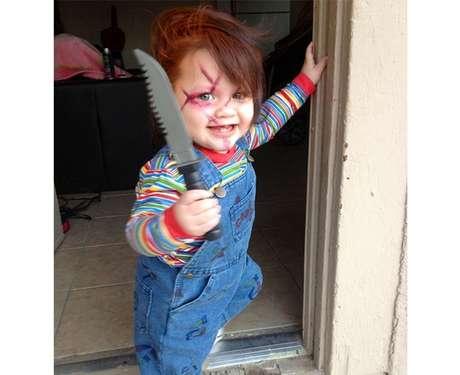 Imagen de niño disfrazado de muñeco diabólico