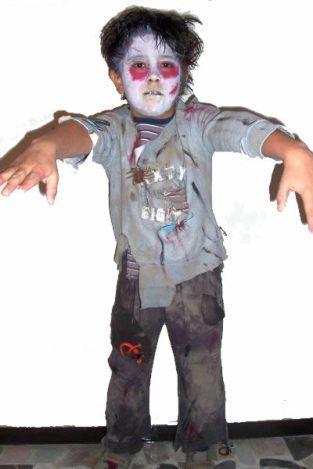 Niño disfrazado de Zombie para Halloween