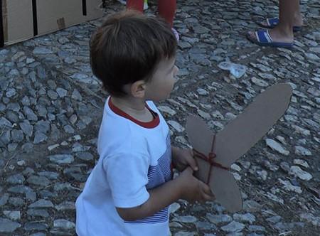 espada de cartón para un cumpleaños pirata