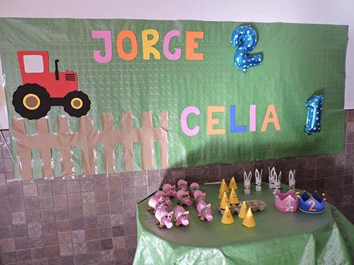 Decoración para un cumpleaños infantil sobre una granja de animales