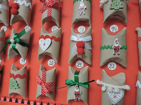 Calendario de adviento con rollos de papel higiénico