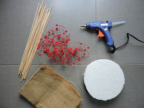 Materiales para hacer un árbol de navidad con palillos